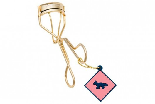 You may want to see this photo of eyelash curler 24k
